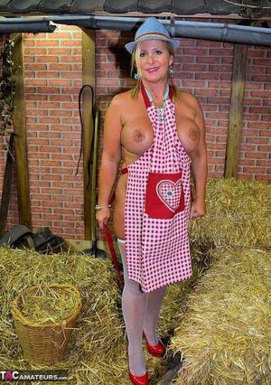 Hot farm girl pics