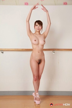 Young Asian dancer Ririka Suzuki stretches naked in studio to nude bald muff