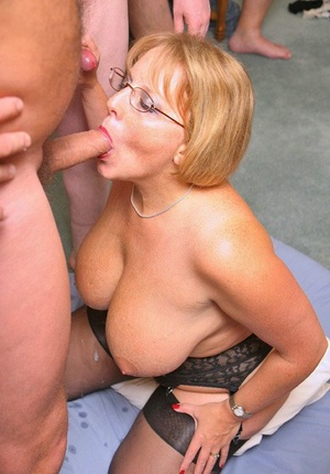 Big titted mature female Curvy Claire does a blowbang with her glasses on