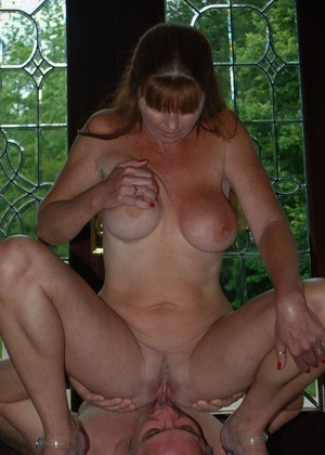 Busty mature woman Dee Delmar fingers her pussy after face sitting a man