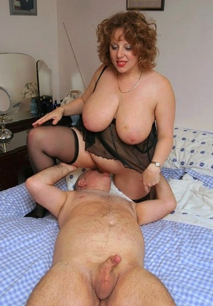 Fat older lady Curvy Claire sucks on a tiny dick after having her pussy licked
