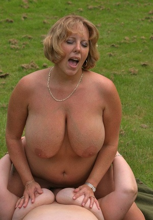 Mature BBW Curvy Claire and her girlfriend have sapphic hookup on front lawn
