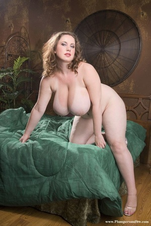 Obese solo model sets her huge breasts free from brassiere as she gets naked