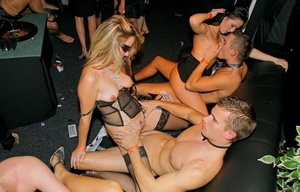 Warm girls have sex with other hot girls and men inside a swing club