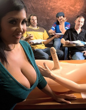 Hot Latina teacher Daylene Rio gives a student hook-up lessons in class