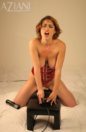 Hot redhead Kimtakes the sybian machine for a test run and feels the enjoy