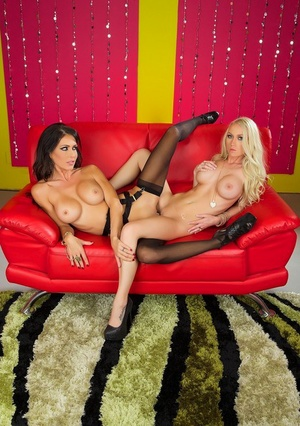 Lesbian pornstar Jessica Jaymes and her lover lick and dildo horny pussies