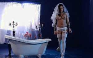 Tattooed babe Karmen Karma opening up wet g-spot in candle lit bathtub