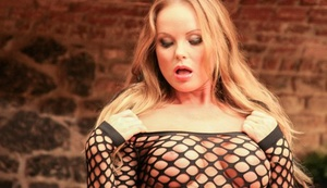 Blonde dame Silvia Saint hikes her exposing dress to expose her bald snatch