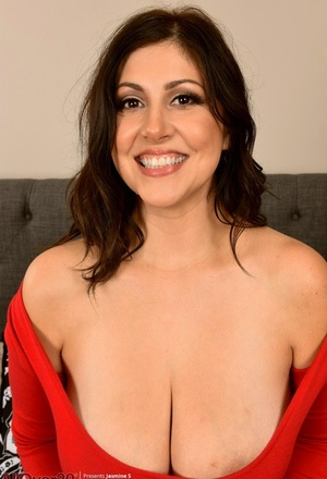 30 plus chick Jasmine S shows her landing de-robe twat after baring her enormous boobs