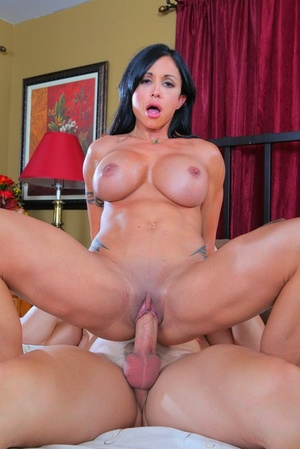 Big boobed chick Jewels Jade gets banged after cunnilingus on bed