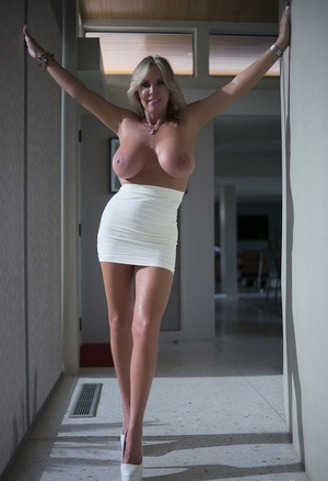 Blonde wife Sandra Otterson gets on her knees to drain her man's dick of jizz
