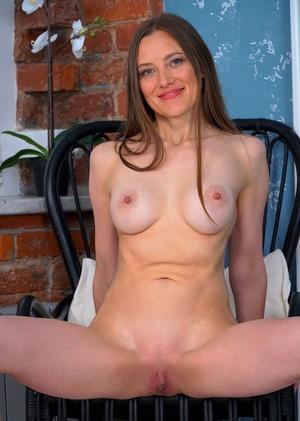 Leggy Russian housewife Bridget Flash pets her pink twat in the nude