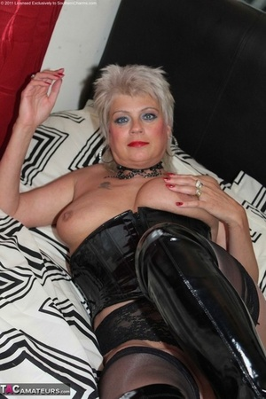 Hot mature Dimonty lets her gorgeous hefty boobs free to pose in spandex & boots