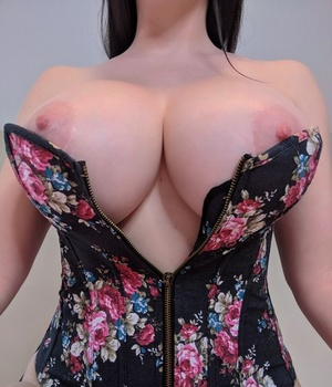 Dark haired hottie Kayla Kiss in tight bustier releases her massive big tits