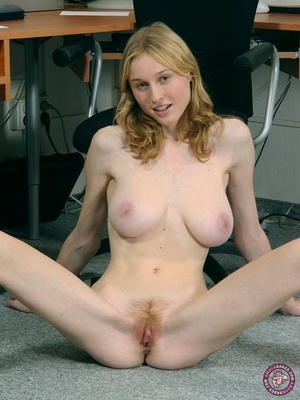 Big titted inexperienced Kathryn plunges a couple of fingers in her horny snatch