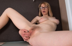 Blonde businesswoman Natinella fingers her trimmed muff after unwrapping
