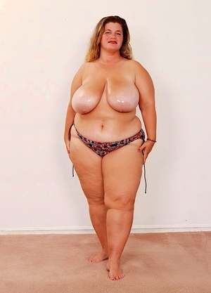 Older SSBBW Haley Jane masturbates after removing huge boobs from swimsuit top