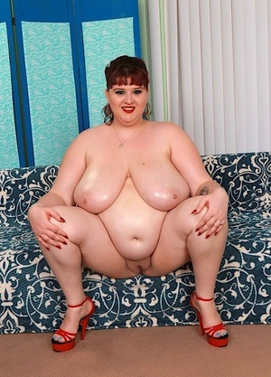 SSBBW Shanelle Savage showcases her fuckbox after bra and panty removal
