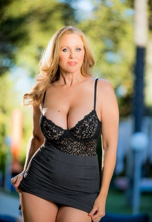 Busty big beauty sheds garment outdoors displaying huge big tits & shaved muff