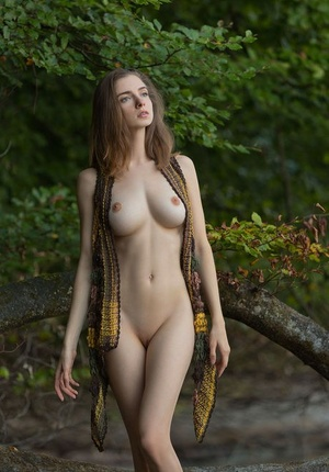 Big titted girl Mariposa models in the nude down by the river