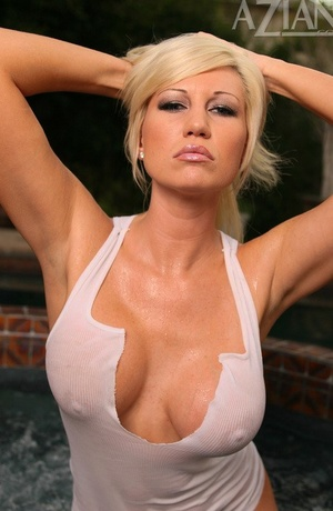 MILF Tiffany Price having joy with her soaking wet snatch outdoors