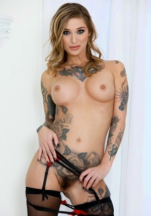 Tattooed dame Kleio Valentien sucks the cum from a prick after gasping on it