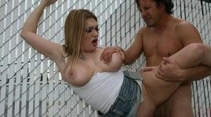 Slutty MILF babe Cassandra Calogera gives a oral pleasure in public