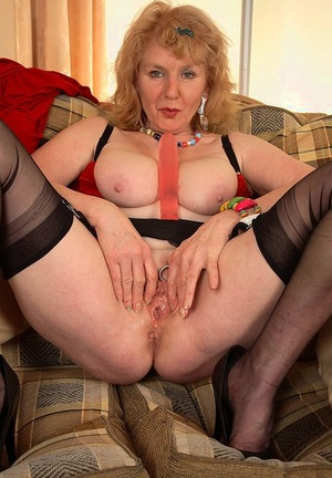 Sexy mature UK lady Pearl dildos her pussy with nylon clad gams spreads