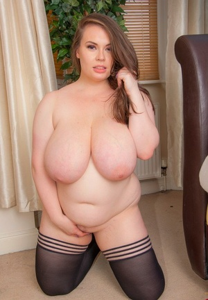 BBW Georgina Lee exposes her massive boobs as she strips to her nylons