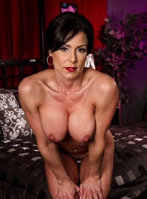 Glamorous Mummy with red lips uncovering and exposing her gorgeous body