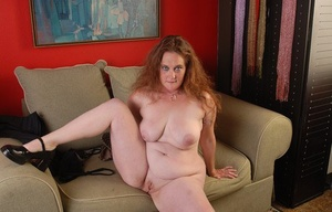 Fatty mature Rhonda is munching her own hard nips in close-up