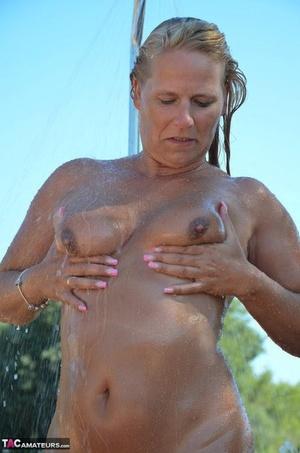 Natural wet tits