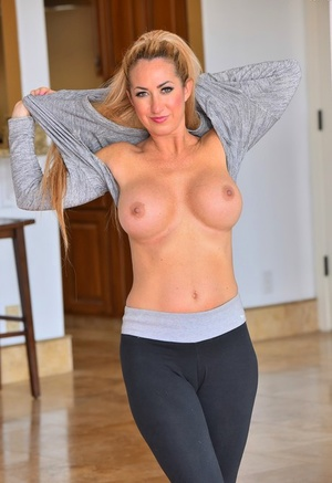 Busty damsel Janna sheds her yoga pants to expose her toned physique
