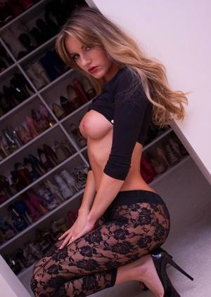 Hot ash-blonde chick Natasha Anastasia slips her sexy leggings over her butt